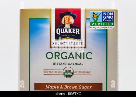 ST. PAUL, MN/USA, 24. Februar 2019: Quaker Wählen Sie Beginnt Bio Haferflocken Box mit Nicht GVO überprüft Label und Logo. - Stockfoto