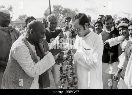 SANJAY GANDHI (Geboren am 14. Januar 1946 in Neu-Delhi, Delhi, starb am 23. Juni 1980 in Neu-Delhi), Indischer Politiker, Sohn von Indira Gandhi. 5/6 des Notstands in Indien Mitte der 1970er Jahre war er politisch einflussreich. Fünf Monate vor seinem Tod wurde er ins indische Parlament gewählt. Foto: Sanjay Gandhi (1977) / Sanjay Gandhi (geboren am 14. Dezember 1946, starb am 23. Juni 1980), Indischer Politiker, der jüngere Sohn von Premierministerin Indira Gandhi. Er starb bei einem Flugzeugabsturz kurz nach seiner Mutter zurück an die Macht. Er hatte dem Parlament von Indien fünf Monate gewählt wurde Bef - Stockfoto