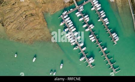 Luftaufnahme von Yachten in Jard-sur-Mer Port, Vendee - Stockfoto