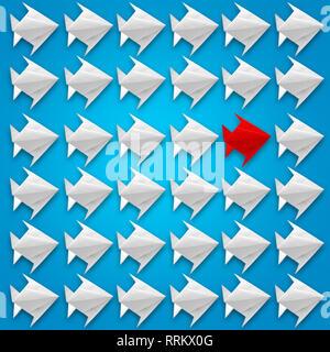 Fliegender Fisch origami Papier mit einem roten auf blauem Hintergrund. Business und Lösungskonzept - Stockfoto