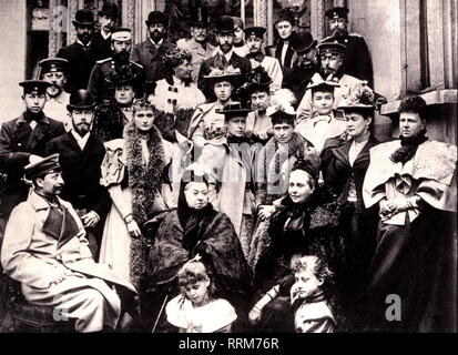 Victoria I, 24.5.1819 - 22.1.1901, Königin von Großbritannien und Irland 1837-1901, mit ihrer Familie, in Coburg, 1889, Additional-Rights - Clearance-Info - Not-Available - Stockfoto