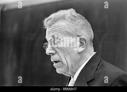 Asperger, Hans, 18.2.1906 - 21.10.1980, Österreichische Kinderarzt und remedail Lehrer, Porträt, bei einem Treffen, circa 1970, Additional-Rights - Clearance-Info - Not-Available - Stockfoto