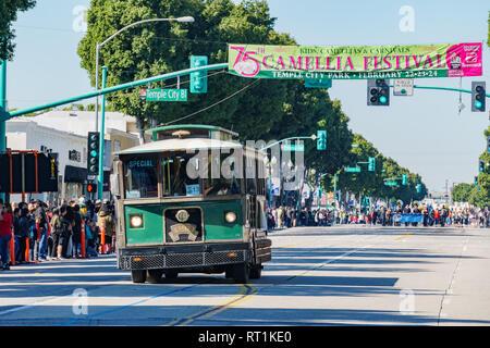 Los Angeles, FEB 23: Alte bus Parade in die Kamelie Festival am 23.Februar, 2019 in Los Angeles, Kalifornien - Stockfoto