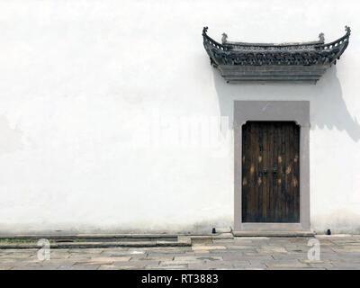 Haus der antiken Architektur. Eingangstor in der Traditionellen Chinesischen Gebäude in einer Stadt. Wenyuan Shicheng, Hangzhou, Provinz Zhejiang, - Stockfoto