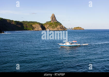 Blick auf die schöne Küste von Fernando de Noronha, Brasilien - Stockfoto