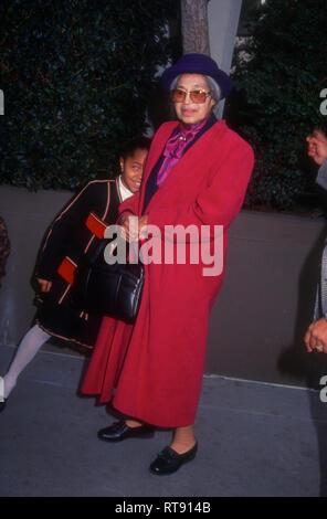 HOLLYWOOD, CA - 1. Februar: Aktivist Rosa Parks besucht Hollywood Walk of Fame Star Preisverleihung am 1. Februar 1994 auf dem Hollywood Boulevard in Hollywood, Kalifornien. Foto von Barry King/Alamy Stock Foto - Stockfoto