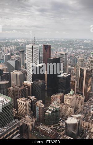Toronto Wolkenkratzer an einem bewölkten Tag, Fotografie vom CN Tower genommen