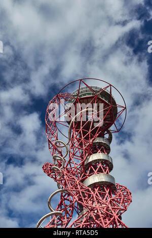 ArcelorMittal Orbit Monument, das sich in der Queen Elizabeth Olympic Park, London, England, Vereinigtes Königreich, Europa - Stockfoto