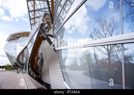 PARIS, Frankreich, 10. April 2018: Die Fondation Louis Vuitton am Bois de Boulogne - Stockfoto