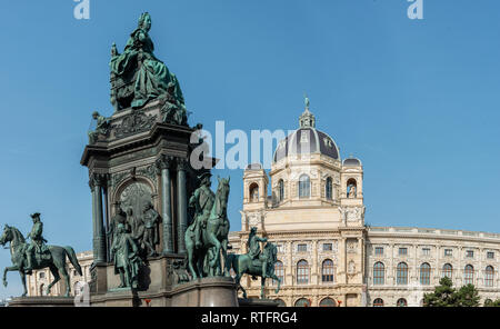 Maria Theresia Denkmal Wien ist riesig Denkmal in der Mitte des Ortes. Dieses bedeutende Denkmal aus Habsburger. Es wurde im Jahr 1888 feierlich enthüllt - Stockfoto