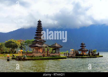 Pura Ulun Danu Bratan Tempel, Candikuning, Lake Bratan, Bali, Indonesien - Stockfoto