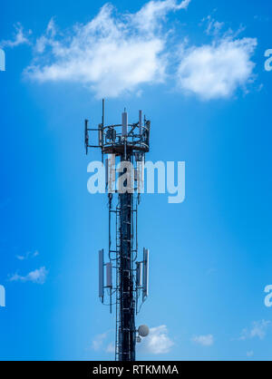 3G, 4G und 5G-Mobilfunk. Basisstation oder Base Transceiver Station. Telecommunication Tower. Drahtlose Kommunikation Antenne Sender. - Stockfoto