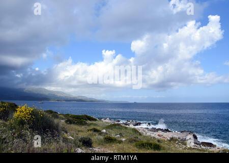 Küste in Sarande Stadt - albanische Riviera. Ionischen Meer in der Nähe von Vlore. Albana. - Stockfoto