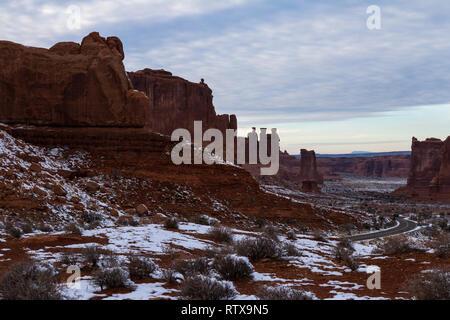 Nachmittag Landschaft Blick auf einige der ersten Funktionen Eingabe der Arches National Park - Stockfoto