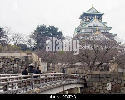 Die Burg von Osaka in Osaka. Diese Burg spielte eine wichtige Rolle bei der Vereinigung Japans im 16. Jahrhundert. - Stockfoto