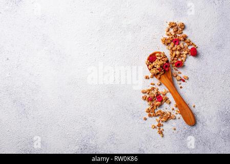 Hausgemachtes Müsli mit getrockneten Beeren - Stockfoto