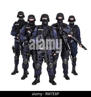Spezielle Waffen und Taktiken (SWAT) Team Offiziere mit Gewehren. - Stockfoto