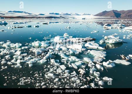 Spektakulären Gletschersee in Island mit schwimmende Eisberge - Stockfoto