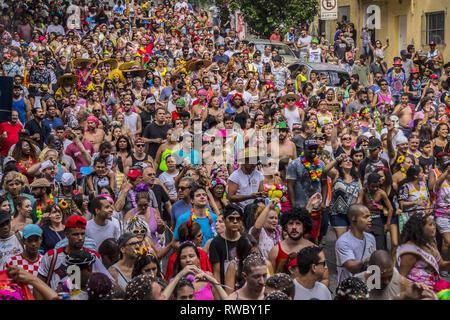 März 5, 2019 - São Paulo, Brasilien - Nachtschwärmer Teil in einer jährlichen Block Party nehmen während der Karneval in São Paulo, Brasilien. (Bild: © Cris Fafa/ZUMA Draht) - Stockfoto