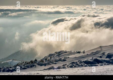 Landschaft Panorama der schneebedeckten Berge an Kopaonik, Serbien - Stockfoto