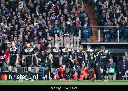 Madrid, Spanien. 06 Mär, 2019. MADRID, 05-03-2019, Stadion Bernabeu, Saison 2018/2019, Champions League 1/8 Runde zweite Bein. Ajax feiert ein Ziel beim Spiel Real Madrid - Ajax (1-4). Credit: Pro Schüsse/Alamy leben Nachrichten - Stockfoto