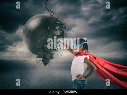 Kraft und Entschlossenheit eines super hero Kind gegen eine Abrissbirne - Stockfoto
