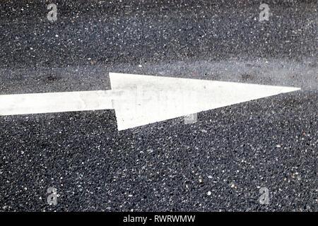 Straße Linien und Pfeil - Stockfoto