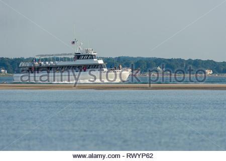 Plymouth, Massachusetts, USA - 29. Juni 2014: Freizeit Angeln Boot Kapitän John & Sohn II Kreuzfahrt Vergangenheit Plymouth Strand im Sommer morgen - Stockfoto