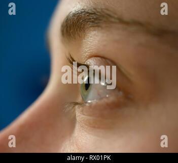 Auge einer jungen Frau, Deutschland - Stockfoto