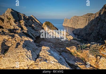 Blick über das Cap de Formentor und den Leuchtturm auf Mallorca, Spanien - Stockfoto