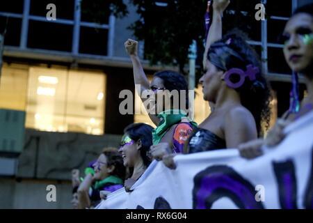 Rio De Janeiro, Brasilien. 08 Mär, 2019. Die Teilnahme der Frauen während der März der Internationale Frauentag, in Rio de Janeiro, Brasilien, am 8. März 2019 zu gedenken. Credit: Antonio Lacerda/EFE/Alamy leben Nachrichten - Stockfoto