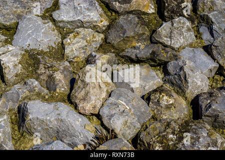 Hintergrund Muster von verschiedenen großen Felsen in verschiedenen Größen und Formen, natürliche und dekorativen Architektur - Stockfoto