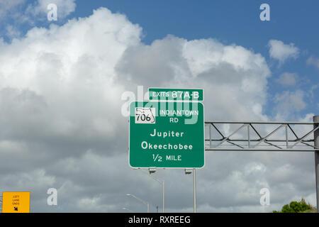 Ausfahrten 97 A-B706 Indiantown Road, Jupiter, Okeechobee - Stockfoto