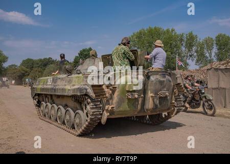 Der Krieg und Frieden Revival Show im Hop Farm, Paddock Wood, Kent 2018 mit militärischen Fahrzeugen und Personal in der Uniform von WW1 und WW2 - Stockfoto