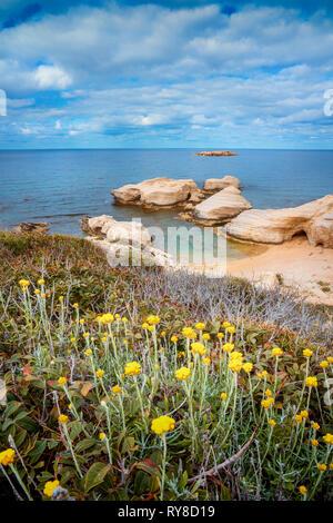 Höhlen auf Coral Bay Küste, Zypern, Peyia, Paphos district - Stockfoto