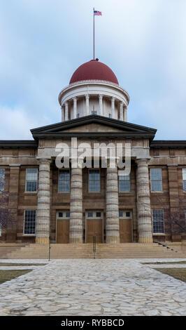 Alte Herrlichkeit über die Rotunde auf dem alten (originalen) State Capitol Building in Springfield, Illinois zu fliegen. - Stockfoto