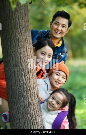 Happy Family wandern - Stockfoto