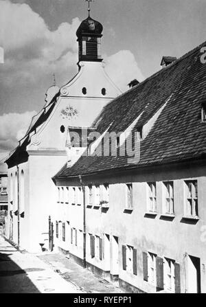 Geographie/Reisen, Deutschland, Augsburg, Fuggerei, Kirche St. Marcus, Außenansicht, 1950er Jahre, Additional-Rights - Clearance-Info - Not-Available - Stockfoto