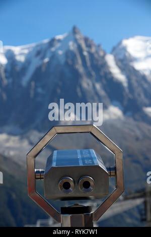 Tal von Chamonix, die Französischen Alpen. Das Mont Blanc Massiv von Planpraz gesehen. Frankreich. - Stockfoto