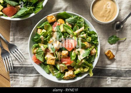 Bio Vegan asiatischen Tofu Salat mit Avocado und Grapefruit - Stockfoto
