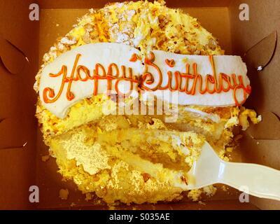 Die Halfte Gegessen Gebrannte Mandel Kuchen Stockfoto Bild