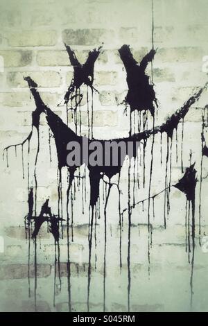 ... Vandalismus Auf Einen Blick: Schwarze Farbe Auf äußere Mauer   Stockfoto