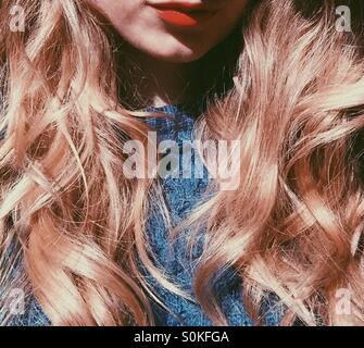 Sonne scheint auf lockiges Haar - Stockfoto