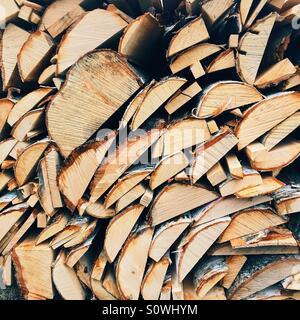Brennholz für den Winter vorbereitet Stockfoto