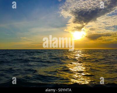 Sonnenuntergang am Port Phillip Bay in der Nähe von Melbourne, Australien - Stockfoto