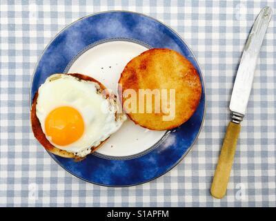 Spiegelei mit gerösteten muffin Stockfoto
