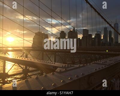 Sonnenuntergang Brooklyn Bridge Manhattan - Stockfoto