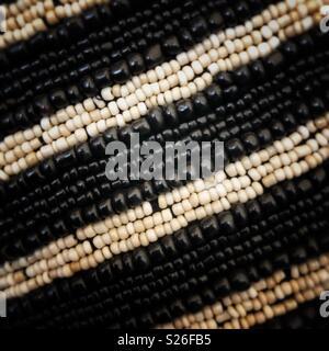 Schwarze und weiße Seed beads. - Stockfoto