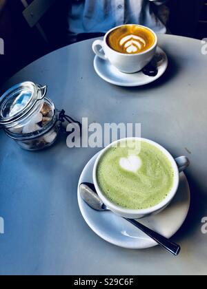 Kaffee Zeit im Mehl Topf Bäckerei in Brighton Stockfoto