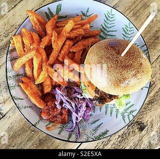 Burger und Pommes frites